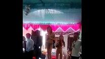 Video đám thanh niên lột áo bóp vú dance trong ...