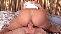 Смотреть секс как сын кончает матери на большие груди