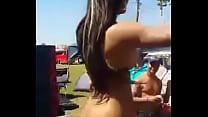 Safada dança pelada em Barretos
