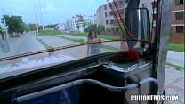 Jovencita colombiana folla en el bus thumbnail