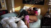 Трахает муж снимает жену с негром