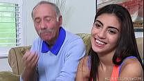 Девушки в капроновых колготках видео секс секретарши