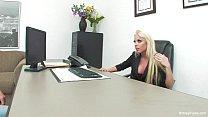 Порно женщина под сильным мужчиной