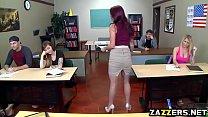 Сиськастая девчонка делает миньет видео онлайн