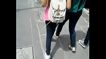 blanca tanga con joven mamita a Upskirt