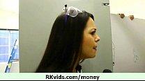 Девушка в лифчике и трусиках сосет у полицейского