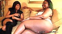 Superhotfilms :Poizon Ivy finds a yung dumb slu...
