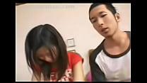 นักเรียนสาวสวยญี่ปุ่นสุดน่ารักดูดควยของเพื่อนพี่ชายของเธอเองในบ้าน