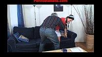 Трахает рыжую на диване русское