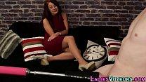 Женщины снимают в постели свои чулки и стринги видео