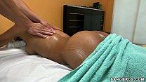 Парень делает массаж девушке а потом ебёт её