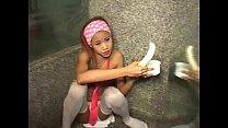 ตอนแรกให้เธอเลียกล้วยแล้วจากนั้นก็ให้เลียควยของผู้ชายให้