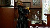 Страстный видео секс с блондинкой