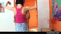 Смотреть онлайн две подружки принимают вместе душ
