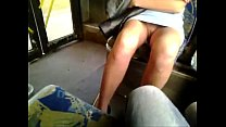 Mulher é filmada dentro do ônibus sem calcinha