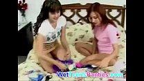 lesbians teen sniffing panty huele