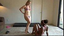 Порно онлайн опытная лесби принуждает молодую лизать фото 696-313
