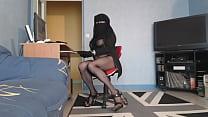 kahba voilée devant son ecran