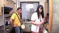 MILF fickt den Postboten wenn der Alte auf Arbeit ist porn videos
