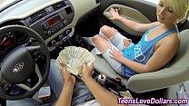 Novinha fodendo com motorista por dinheiro
