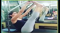 Deepika Padukone Exercising in Skimpy Leggings ...