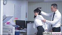 Secretary Go Hard and kissing