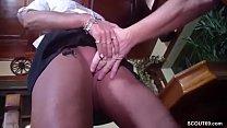 Mutti hilf dem Gast in der Kneipe und laesst sich ficken porn videos