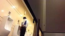 anh văn phòng sục cu trong toilet vincom.MOV