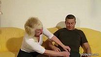 Tante Claudi hilft ihm beim ersten Fick mit ihrer Pussy porn videos