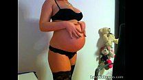 Pregnant babe toys herself on webcam