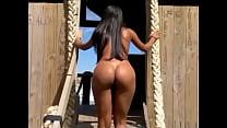 Esposa gostosa fazendo nudes na praia