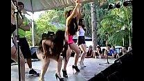 Novinhas em cima do palco