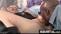 Смотреть про секс грудастую с большими сиськами трахнуть маму в постели в бюсгальтером