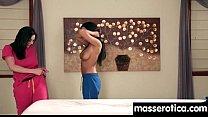 Секс відео мама показує дочкі як треба дрочити пизд