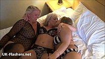 Муж преклоняется перед своей толстой женой госпожой которая его унижает