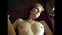 Порно актриса кончает во время съёмки