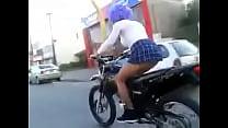 colita la mostrando moto en anda Putita