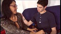 Видео семья ходит голой по квартире частное
