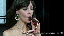 Image Mulher fumou um bom charuto cubano