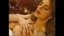 Молодая мулатка с большой грудью мастурбирует
