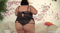Смотреть секс дочка лижет толстой мамке пизду