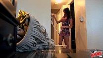Сестра соблазнила брата ночью его комнате пока родители спали мини юбке раком