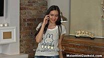 Красивая девушка позирующая голой на камеру смотреть онлайн