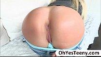 Blondie teen Payton Simmons gives erotic pleasu...