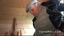 papy rejoint 2 potes qui se tapent une mature cougar libertine aux gros seins