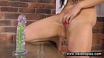 Thirsty girl dispays her ass