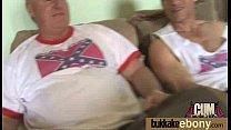 Секс с стройной женщиной с большой грудью в спальне