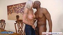 Секс с белобрысой и с короткими воласами и большими титьками училкой