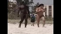 Negro En Playa Nudista thumbnail