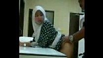 Dark Round Bottomed Indonesian Wanita thumbnail